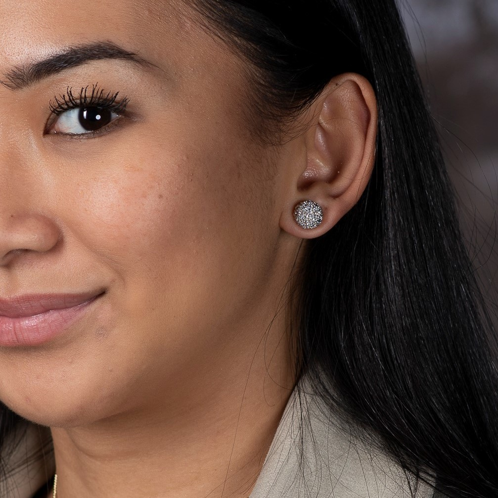 girl wearing silver London jewelry